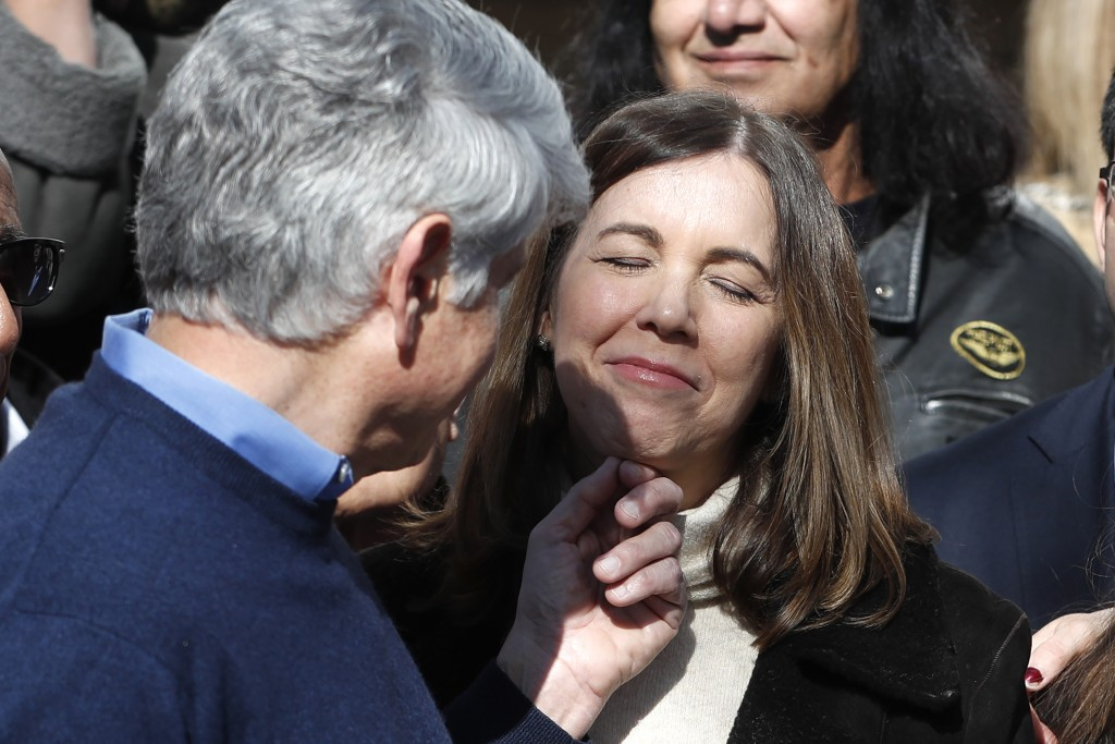Patti Blagojevich smiles as her husband, former Illinois Gov. Rod Blagojevich touches her chin during a news conference outside his home Wednesday, Fe...