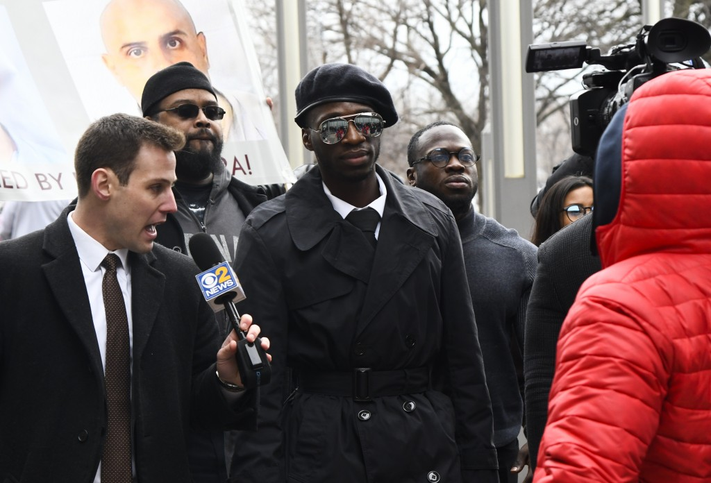CORRECTS IDS OF BROTHERS - Brothers Abimbola Osundairo, center, and Olabinjo Osundairo, right, arrive at the Leighton Criminal Courthouse in Chicago o...