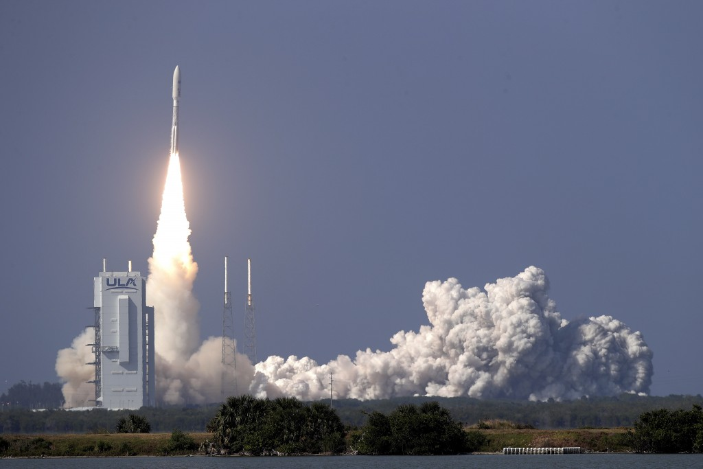 A United Launch Alliance Atlas V rocket lifts off from launch complex 41 at the Cape Canaveral Air Force Station with a payload of a high frequency sa...