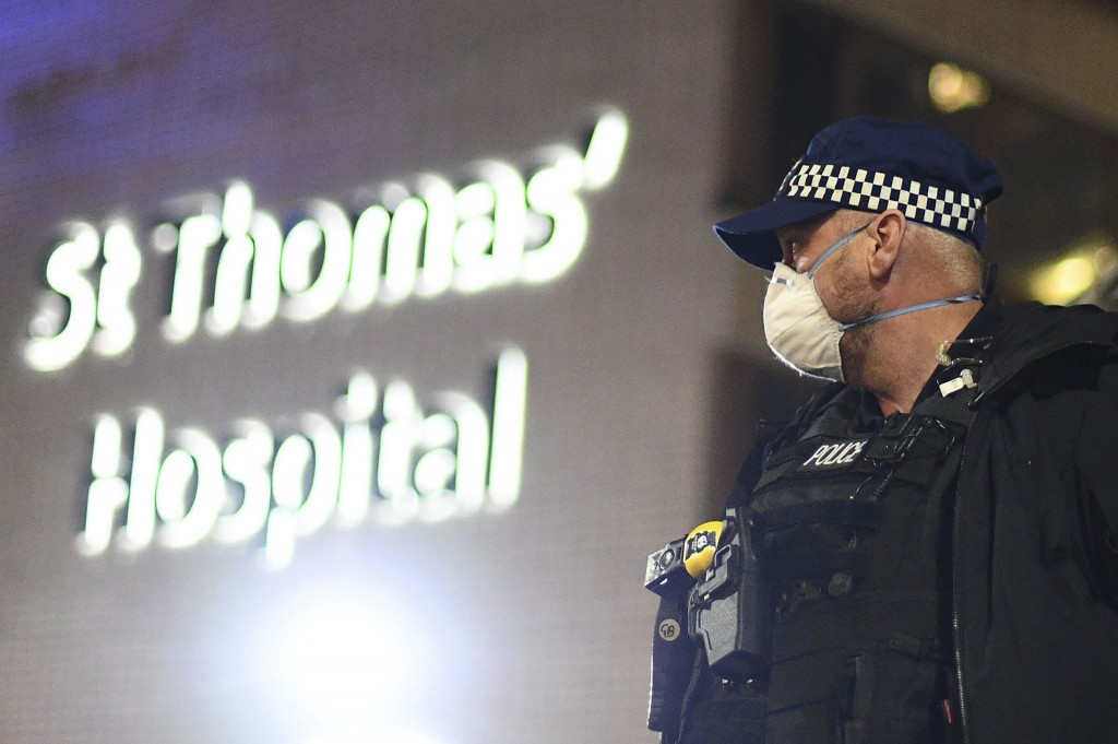 A police officer stands outside St Thomas' Hospital in central London as British Prime Minister Boris Johnson was moved to intensive care after his co...