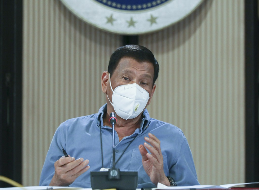 In this April 8, 2020, handout photo provided today by the Malacanang Presidential Photographers Division, Philippine President Rodrigo Duterte wears ...