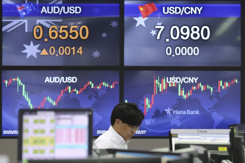 A currency trader watches monitors at the foreign exchange dealing room of the KEB Hana Bank headquarters in Seoul, South Korea, Wednesday, May 20, 20...