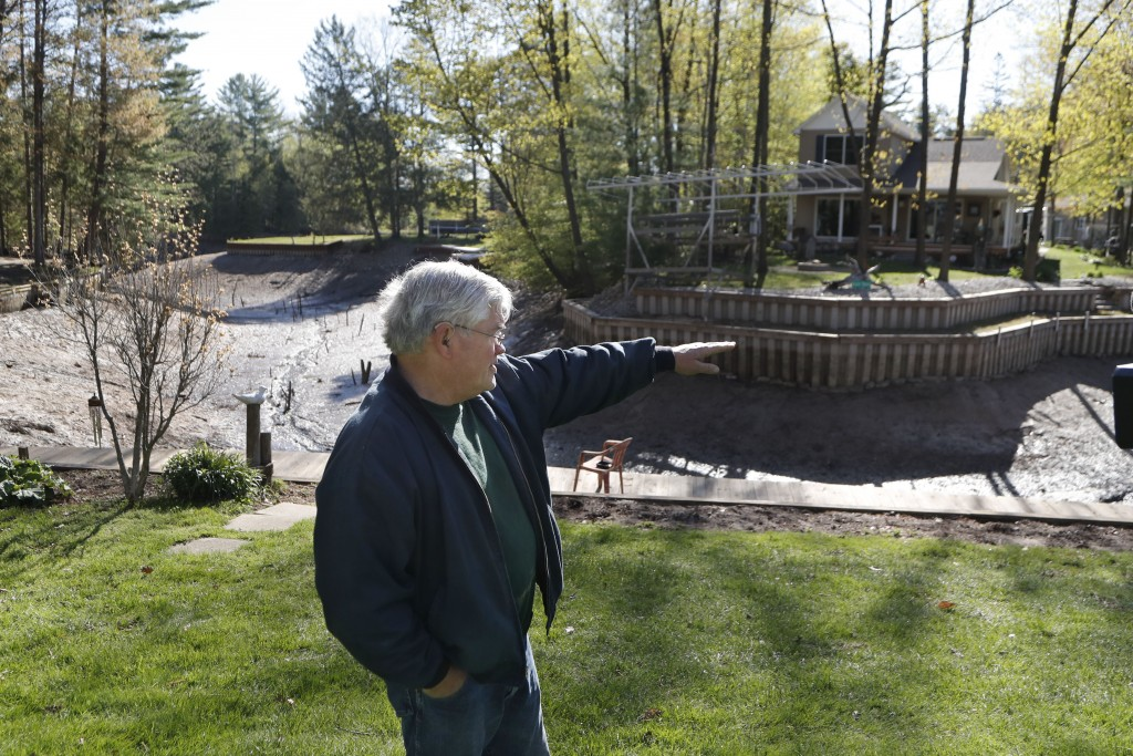 Home owner Glenn Hart describes where the water level was next to Wixom Lake, in Edenville Township, Mich., Thursday, May 21, 2020, before the Edenvil...