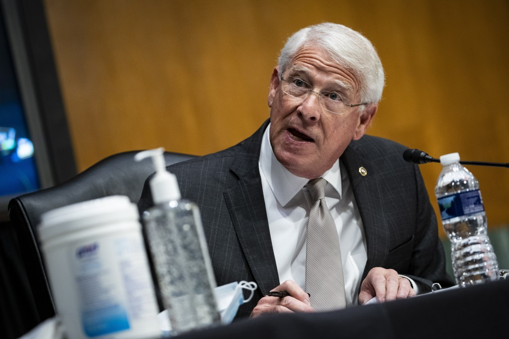 Sen. Roger Wicker, R-Mo., speaks during a Senate Environment and Public Works Committee oversight hearing to examine the Environmental Protection Agen...