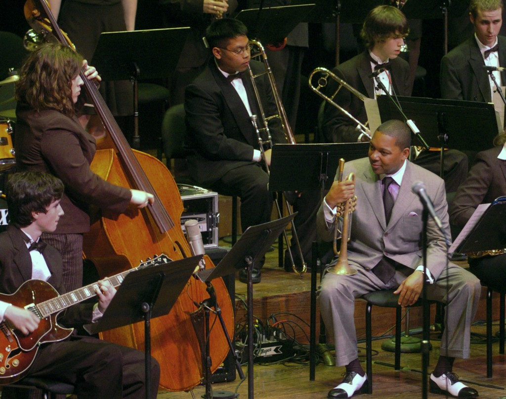 FILE - This May 15, 2005 file photo shows jazz great Wynton Marsalis, right, with Third Place winner Mountlake Terrace High School Jazz Band of Mountl...