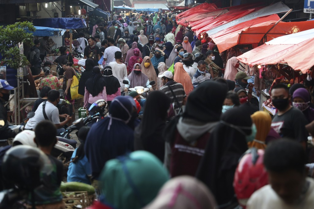 People shop in preparation of the upcoming Eid al-Fitr holiday that marks the end of the holy fasting month of Ramadan amid fears of the new coronavir...