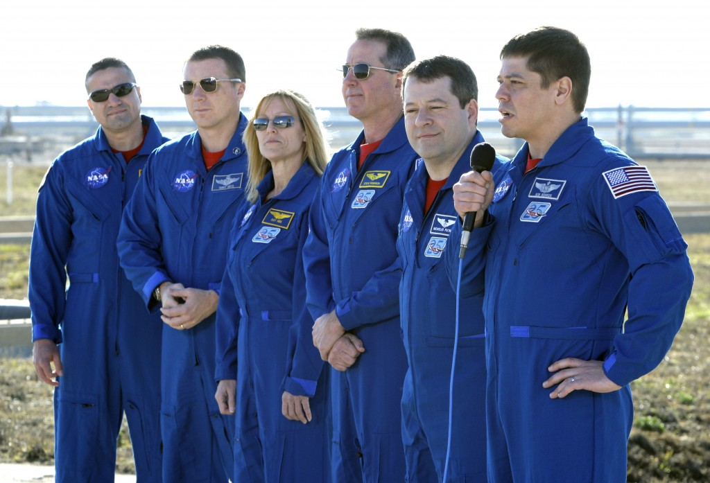 FILE - In this Wednesday, Jan. 20, 2010 file photo, space shuttle Endeavour astronauts, from left, commander George Zamka, pilot Terry Virts, mission ...