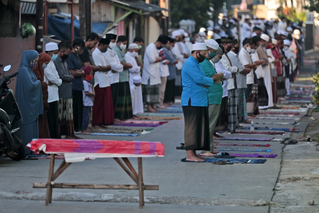 Indonesian Muslims perform an Eid al-Fitr prayer marking the end of the holy fasting month of Ramadan amid concerns of the new coronavirus outbreak in...