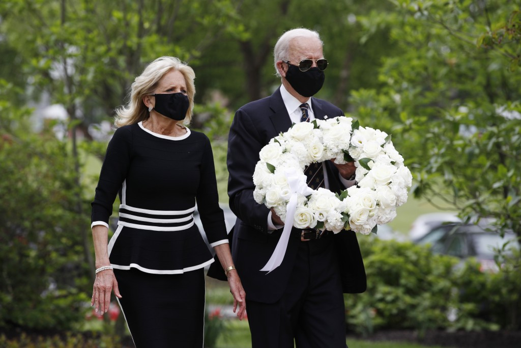 Democratic presidential candidate, former Vice President Joe Biden and Jill Biden, arrive to lay a wreath at the Delaware Memorial Bridge Veterans Mem...