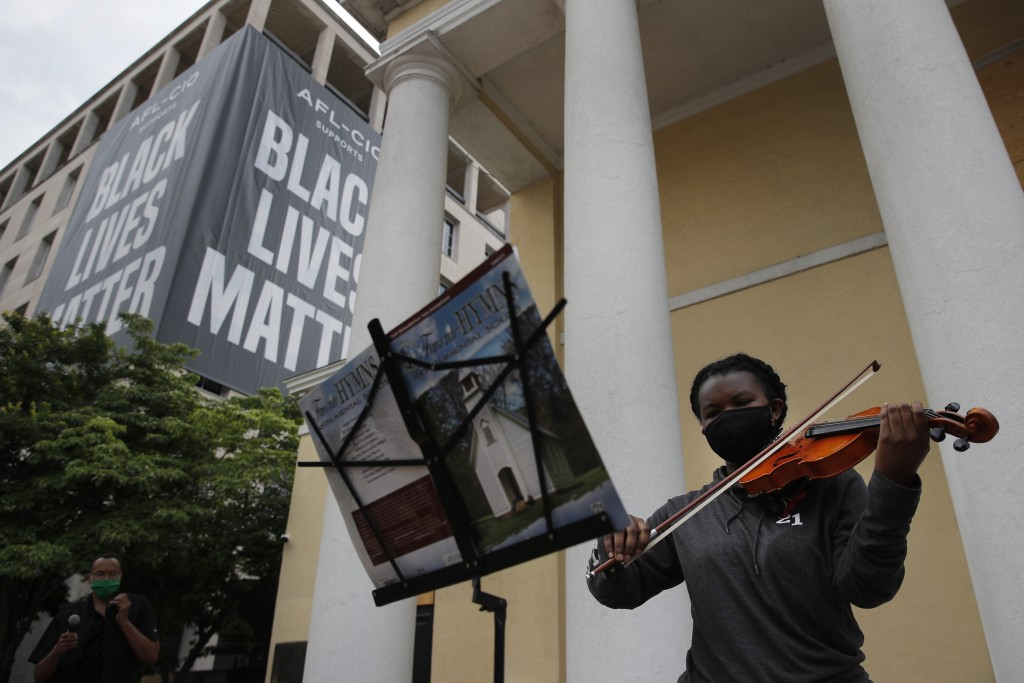 Jordanne Semper-Scott plays a hymn on her violin during a service outside St. John's Episcopal Church near the White House in Washington, Friday, June...