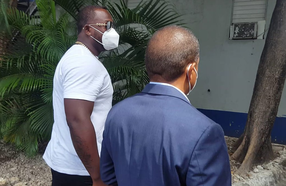 Minnesota Twins slugger Miguel Sano, right, arrives to the Prosecutor's Office accompanied by his lawyer, in his hometown San Pedro de Macoris, Domini...