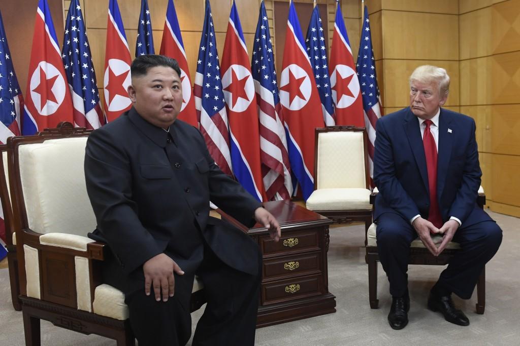 北韓領導人金正恩(左)與美國總統川普(照片來源:美聯社提供)