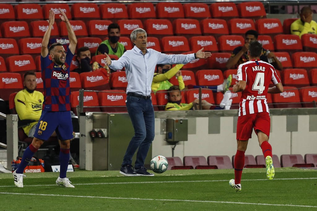 Barcelona's head coach Quique Setien, center, gestures during the Spanish La Liga soccer match between FC Barcelona and Atletico Madrid at the Camp No...