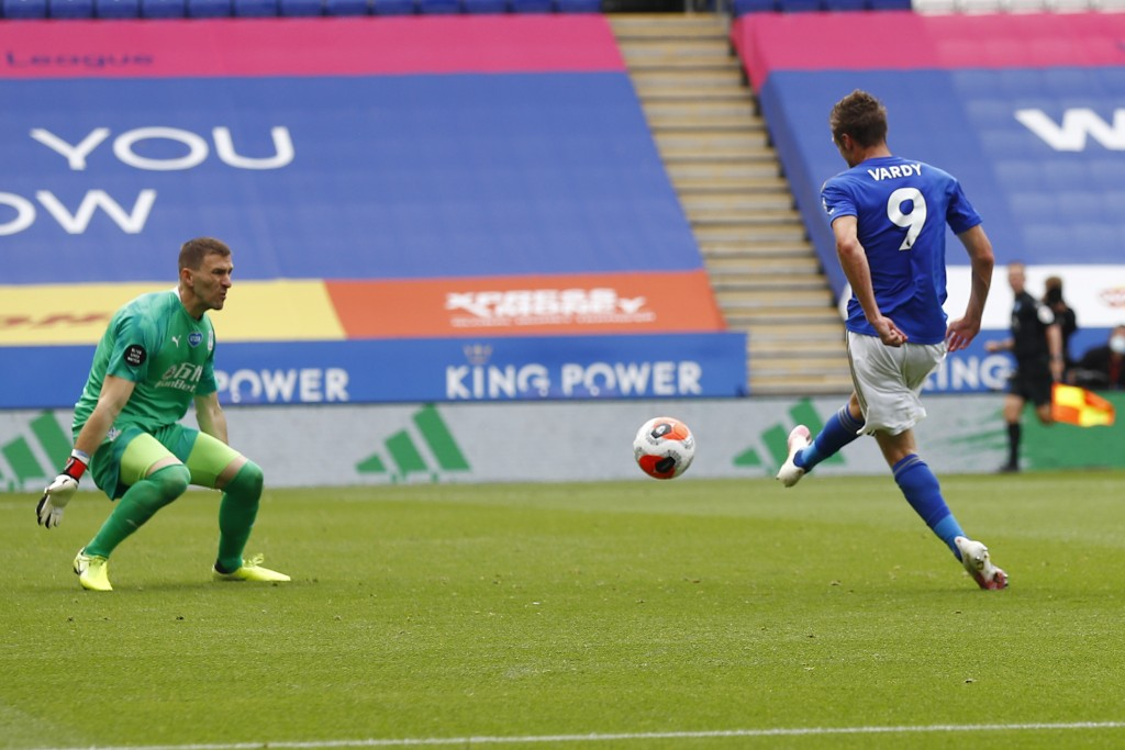 Leicester's Jamie Vardy scores his teams third goal during the English Premier League soccer match between Leicester City and Crystal Palace at the Ki...
