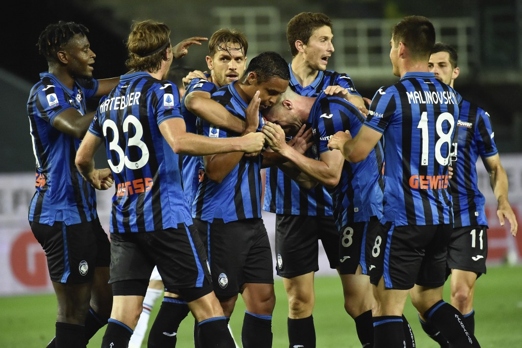Atalanta's Luis Muriel celebrates with teammates after scoring during the Serie A soccer match between Atalanta and Sampdoria at the Gewiss Stadium in...