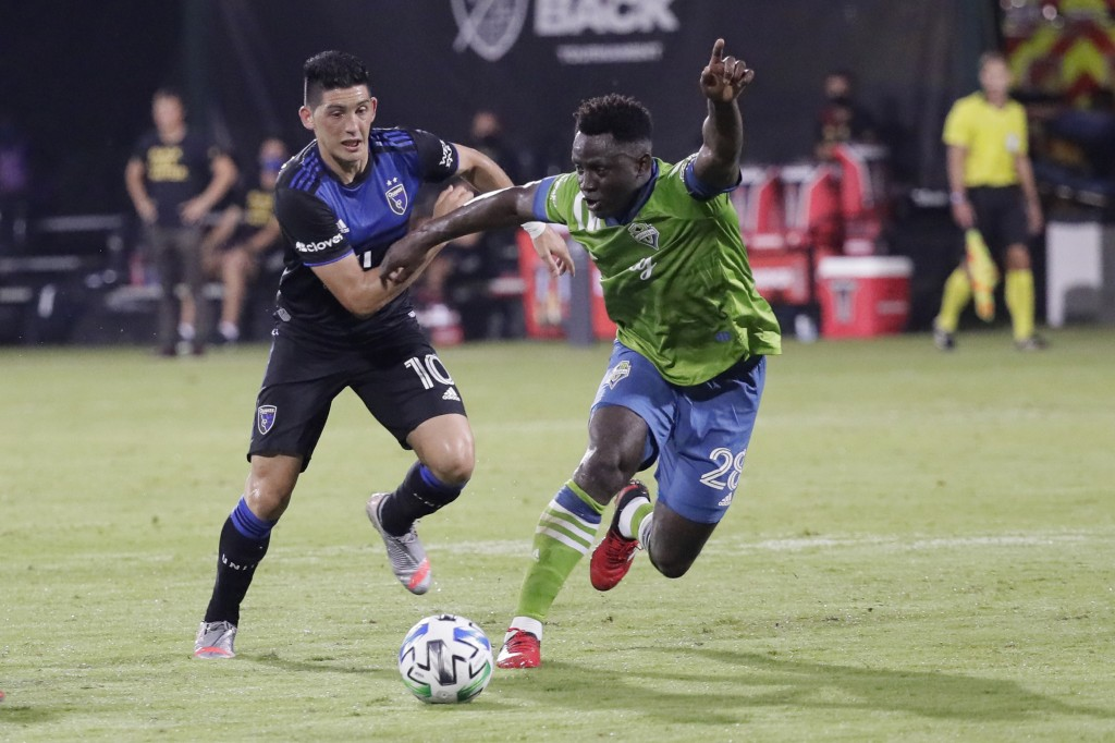 Seattle Sounders defender Yeimar Gomez Andrade, right, battles for possession of the ball with San Jose Earthquakes forward Cristian Espinoza (10) dur...