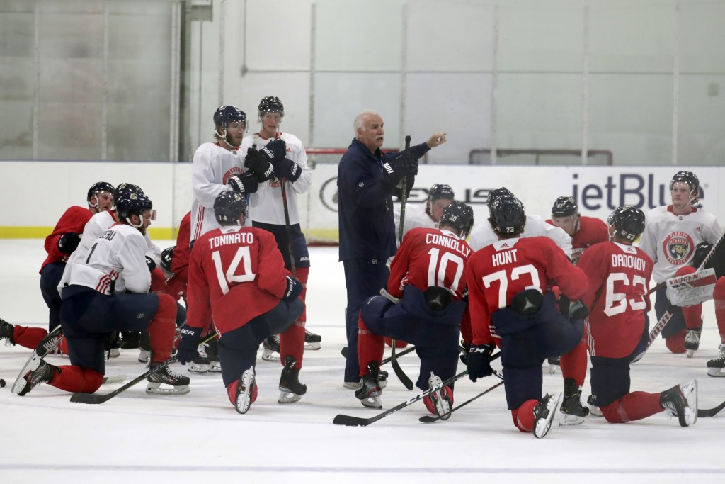 Florida Panthers head coach Joel Quenneville, center, talks with his players during NHL hockey training camp, Tuesday, July 14, 2020, in Coral Springs...