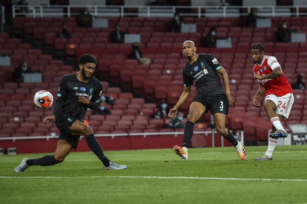 Arsenal's Reiss Nelson, right, scores his team second goal during the English Premier League soccer match between Arsenal and Liverpool at the Emirate...
