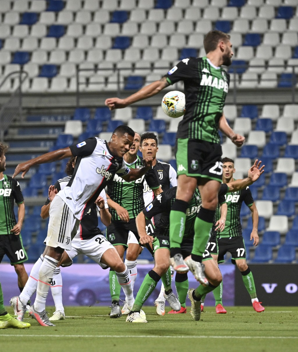 Juventus' Alex Sandro, left, scores a goal during a Serie A soccer match between Sassuolo and Juventus at the Mapei Stadium in Reggio Emilia, Italy, W...