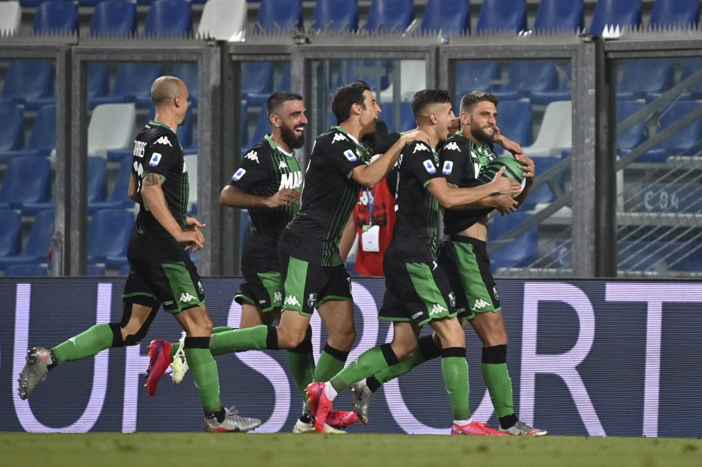 Sassuolo's Domenico Berardi, right, celebrates after scoring a goal during a Serie A soccer match between Sassuolo and Juventus at the Mapei Stadium i...