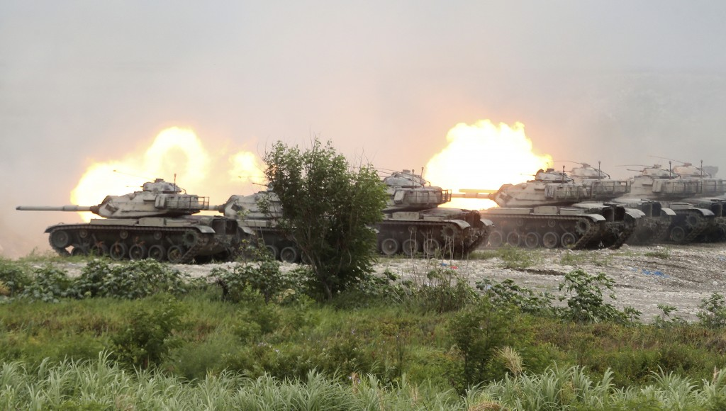 M60A3 Patton main battle tanks in a line fire during the 36th Han Kung military exercises in Taichung City, central Taiwan, Thursday, July 16, 2020. (...