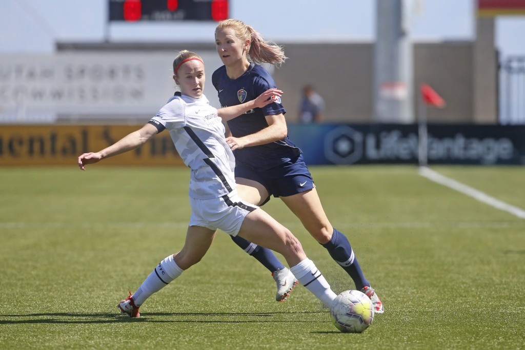 North Carolina Courage's Samantha Mewis, rear, passes the ball as Portland Thorns FC forward Tyler Lussi, left, defends during the first half of an NW...