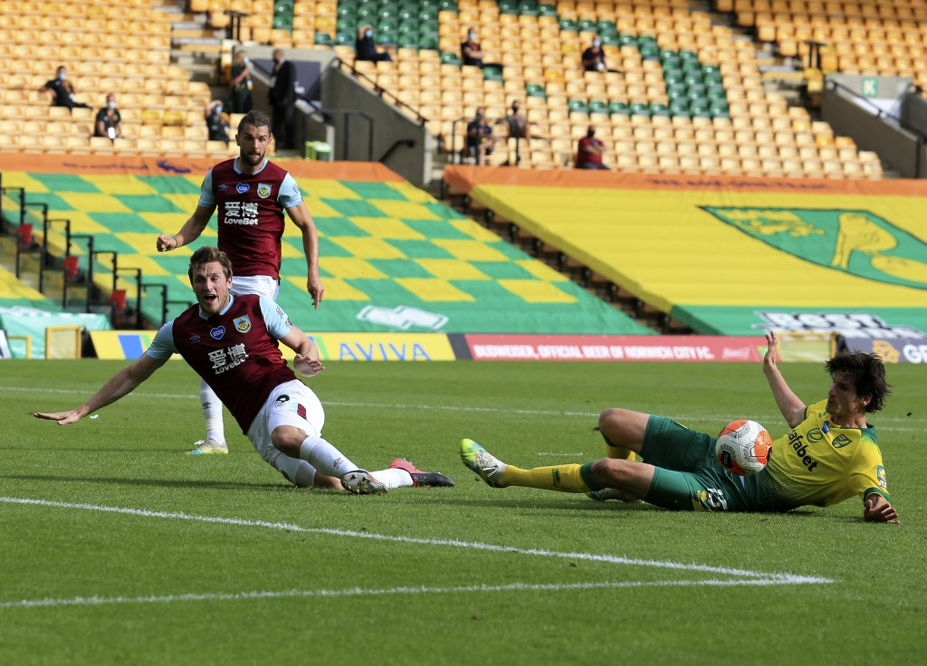 Burnley's Chris Wood, left, duels for the ball with Norwich City's Timm Klose during the English Premier League soccer match between Norwich City and ...