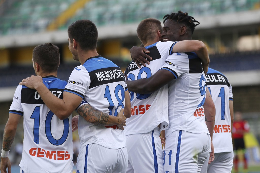 Atalanta's Duvan Zapata, 2nd right, celebrates with his teammates after scoring his side's opening goal during the Serie A soccer match between Hellas...
