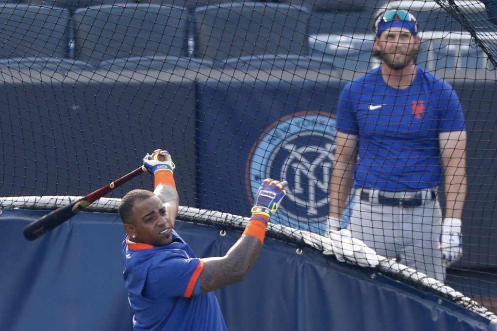New York Mets Jeff McNeil, right, watches Yoenis Cespedes take batting practice before an exhibition game against the New York Yankees, Sunday, July 1...