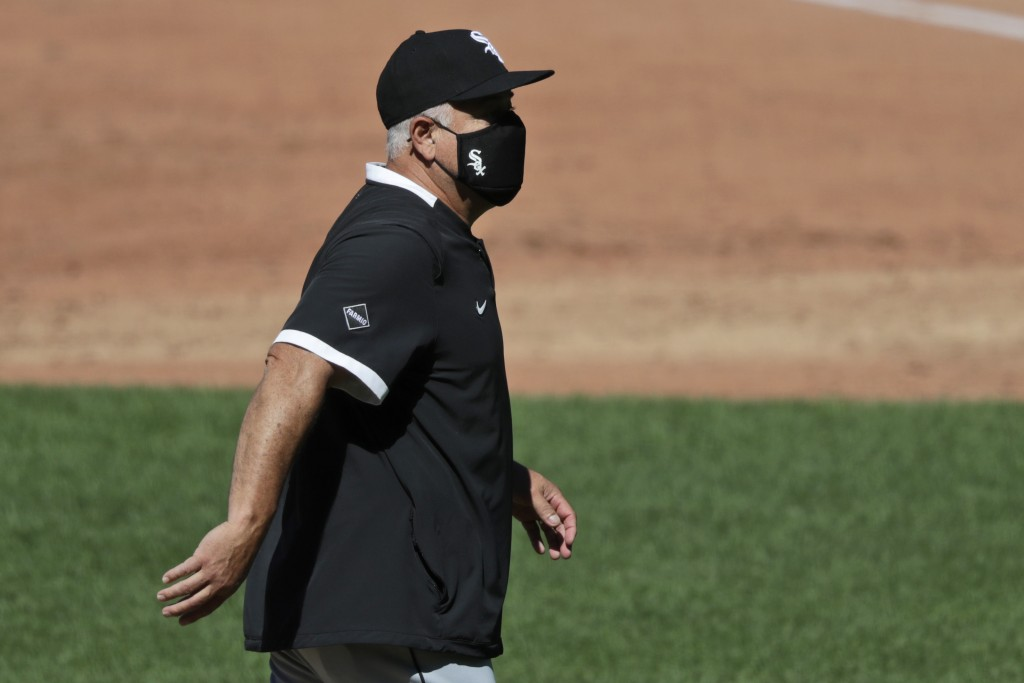 Chicago White Sox manager Rick Renteria walks back to the dugout from the pitcher's mound in the third inning in the first baseball game of a doublehe...