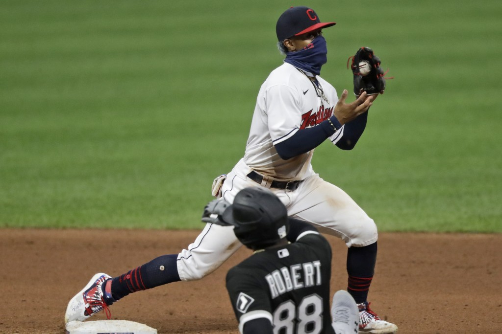 Cleveland Indians' Francisco Lindor gets Chicago White Sox's Luis Robert at second base in the seventh inning in the second baseball game of a doubleh...