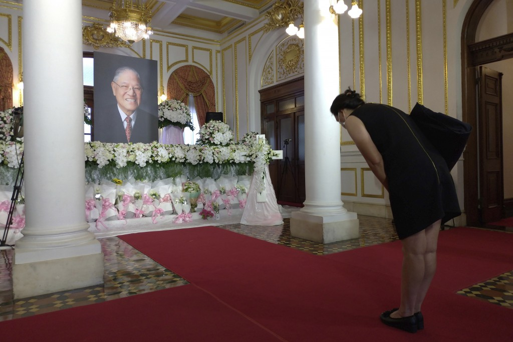A mourner pays her respects at a memorial for former Taiwanese President Lee Teng-hui in Taipei, Taiwan, Saturday, Aug. 1, 2020. Lee, who brought dire...