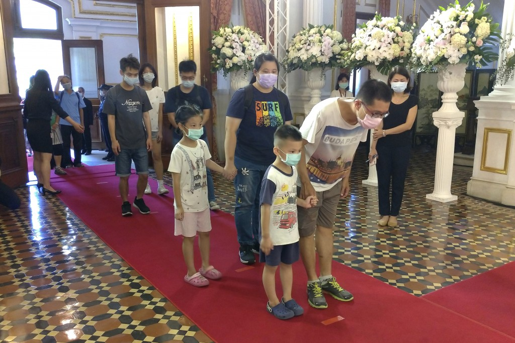 People line up to pay their respects at a memorial for former Taiwanese President Lee Teng-hui in Taipei, Taiwan, Saturday, Aug. 1, 2020. Lee, who bro...