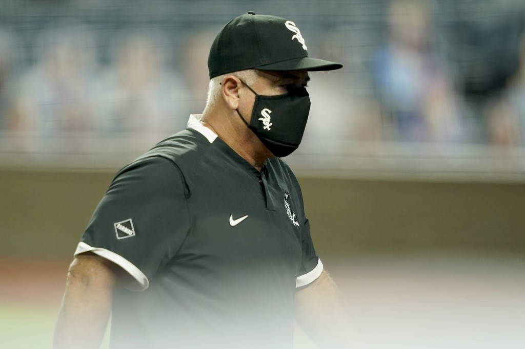 Chicago White Sox manager Rick Renteria walks back to the dugout after making a pitching change during the sixth inning of a baseball game against the...