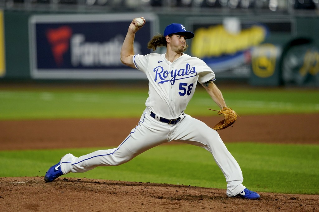 Kansas City Royals relief pitcher Scott Barlow throws during the sixth inning of a baseball game against the Chicago White Sox Friday, July 31, 2020, ...