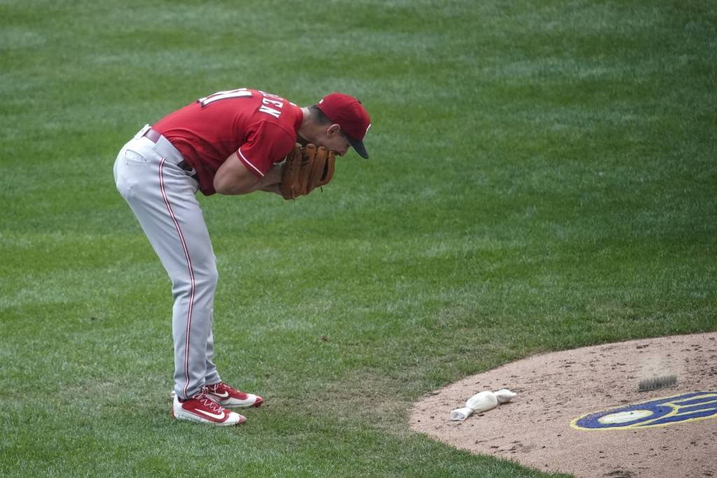 Cincinnati Reds relief pitcher Michael Lorenzen yells into his glove after giving up his second bases loaded walk during the sixth inning of a basebal...