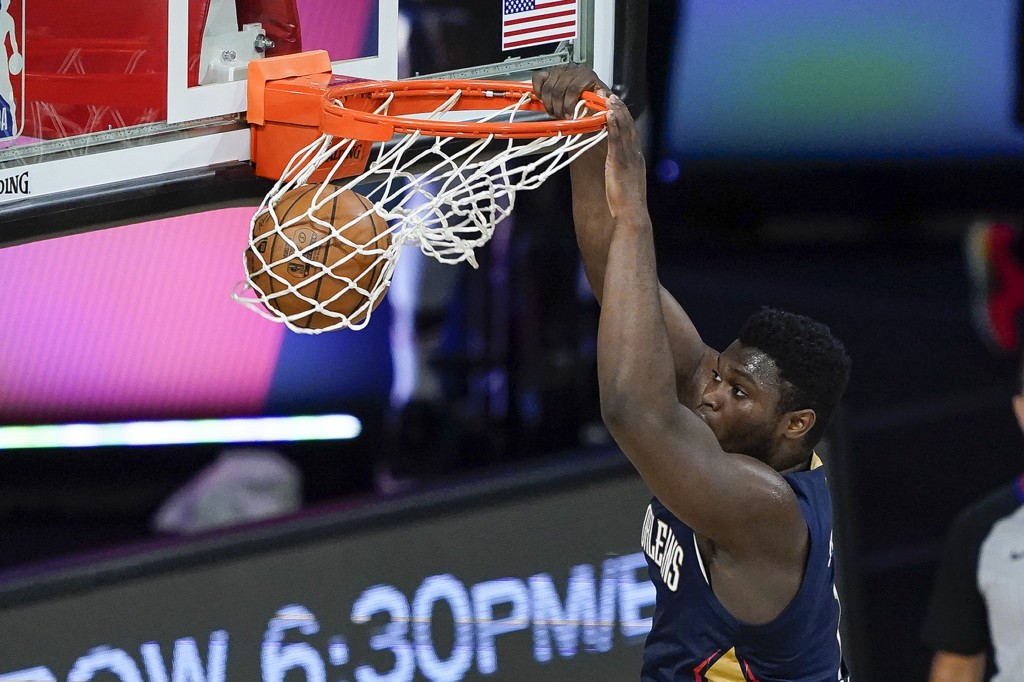 New Orleans Pelicans forward Zion Williamson dunks the ball during the first half of an NBA basketball game against the San Antonio Spurs, Sunday, Aug...