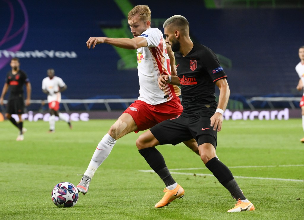 Leipzig's Konrad Laimer, left, and Atletico Madrid's Yannick Carrasco battle for the ball during the Champions League quarterfinal match between RB Le...
