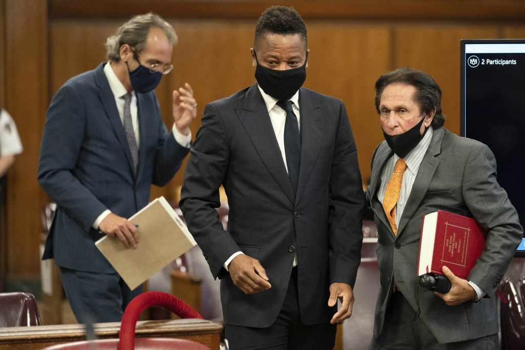Actor Cuba Gooding Jr., center, approaches the defense table with his lawyer Marc Heller, right, during a hearing in his sexual misconduct case, Thurs...