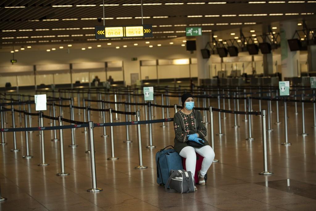 為抵抗武漢肺炎,各國邊境抗疫工作嚴格以抵擋病毒入門。(美聯社圖片)