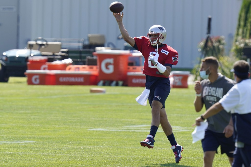 New England Patriots quarterback Brian Hoyer (2) makes a pass during an NFL football training camp practice, Sunday, Aug. 23, 2020, in Foxborough, Mas...