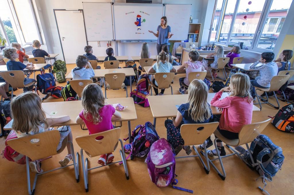 為配合政府的開學政策,儘管疫情仍未退燒,德國一間小學已於八月初開始上課。(圖/美聯社)