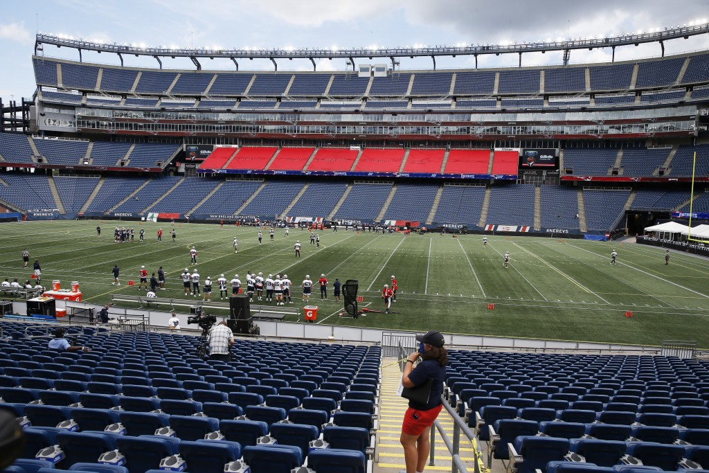 The New England Patriots take the field at Gillette Stadium for an NFL football training camp scrimmage, Friday, Aug. 28, 2020, in Foxborough, Mass. (...