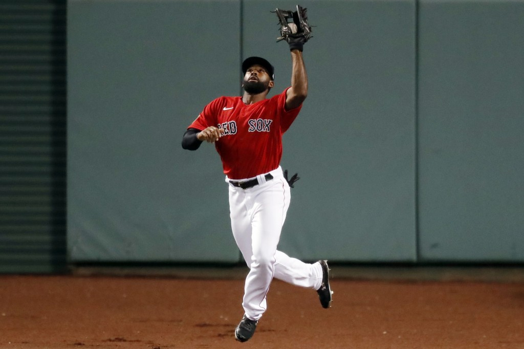Boston Red Sox's Jackie Bradley Jr. makes the catch on the fly out by Washington Nationals' Howie Kendrick during the eighth inning of a baseball game...