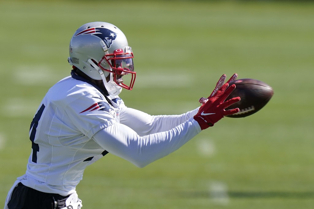 New England Patriots wide receiver Mohamed Sanu Sr. makes a catch during an NFL football training camp practice, Sunday, Aug. 30, 2020, in Foxborough,...