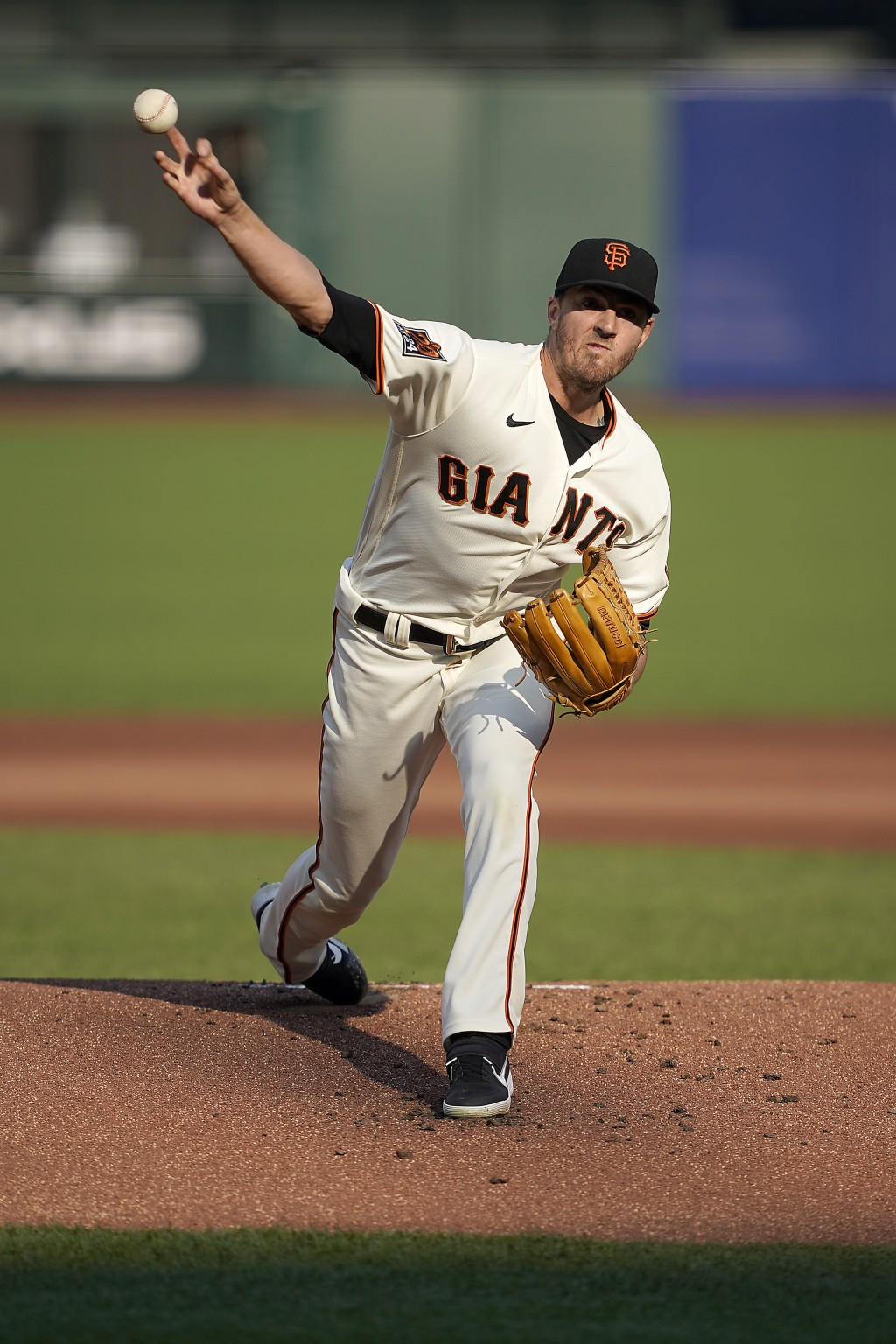 San Francisco Giants starting pitcher Kevin Gausman throws against the Arizona Diamondbacks during the first inning of a baseball game on Monday, Sept...