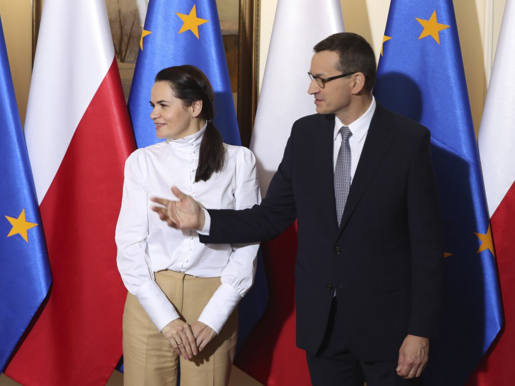 Polish Prime Minister Mateusz Morawiecki ,right, and Belarusian opposition leader Sviatlana Tsikhanouska ,left, stand together during an official welc...