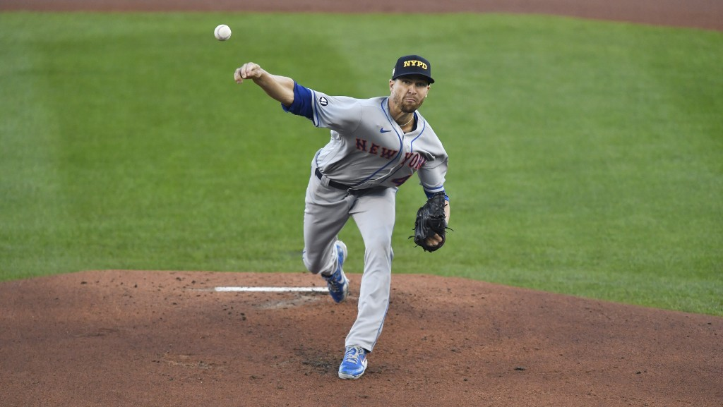 New York Mets starting pitcher Jacob deGrom throws to a Toronto Blue Jays batter during the first inning of a baseball game in Buffalo, N.Y., Friday, ...