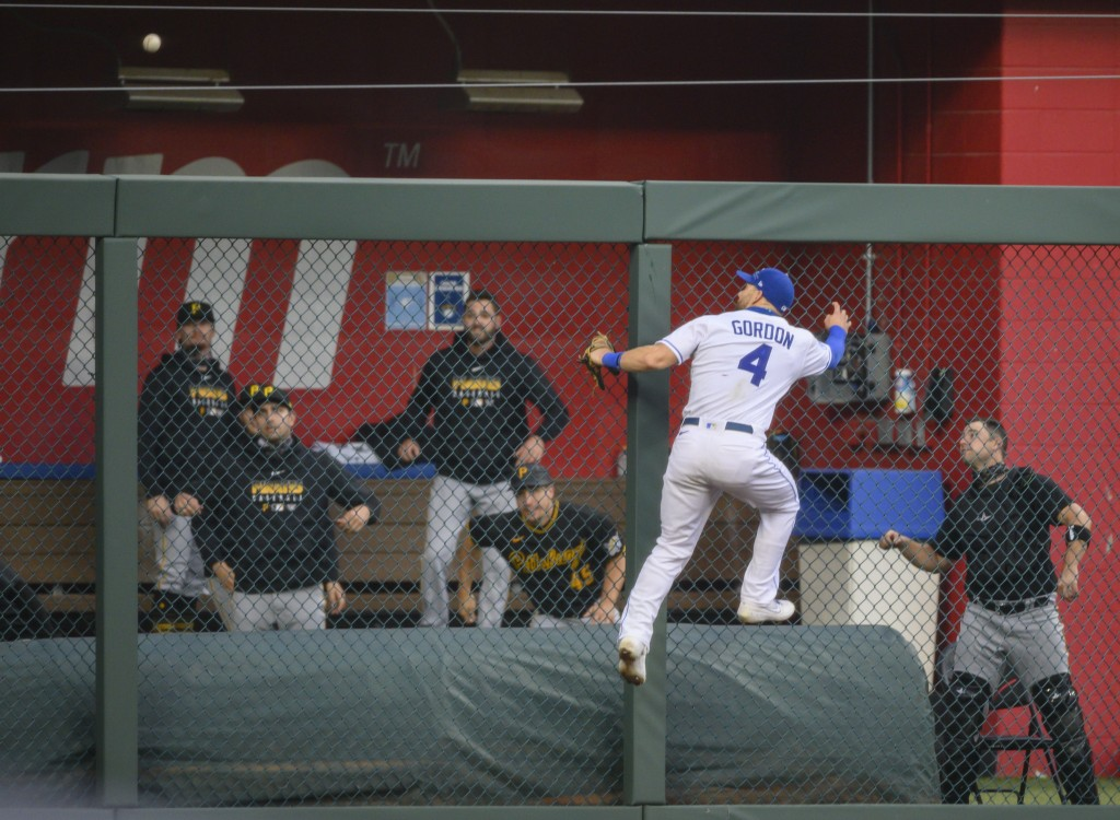 Kansas City Royals left fielder Alex Gordon (4) cannot reach a home run off the bat of Pittsburgh Pirates' Josh Bell during the second inning of a bas...