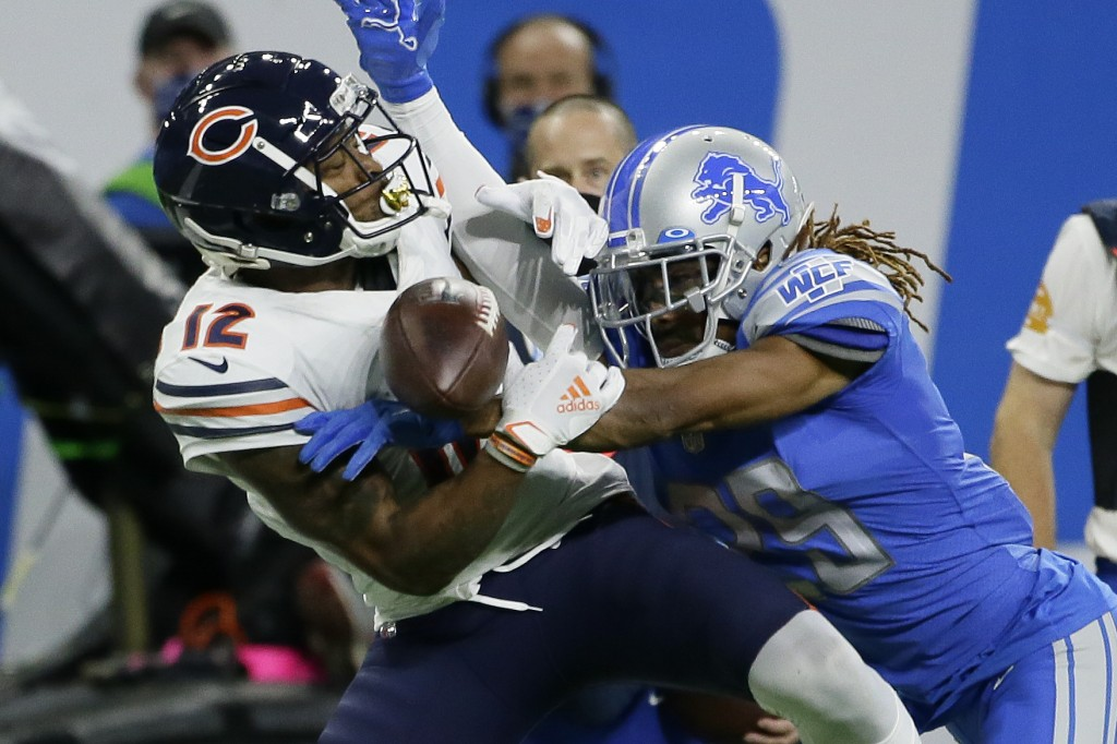 Detroit Lions cornerback Darryl Roberts (29) breaks up a pass intended for Chicago Bears wide receiver Allen Robinson (12) in the second half of an NF...